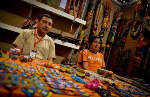 Un encuentro en el que Guajira, Putumayo, Amazonas, Antioquia, Nariño, Chocó y demás departamentos nacionales, exhiben y ofrecen sus productos artesanales y gastronómicos a Colombia y el mundo.