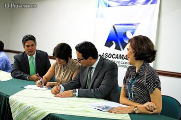 Los presidentes de las cámaras que firmaron el acuerdo son: Buenaventura, Buga, Cartago, Cauca, Ipiales, Palmira, Pasto, Putumayo, Sevilla, Tulúa y Tumaco.Foto: Cortesía elpaís.com.co