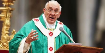 El papa Francisco habló ante miles de seminaristas y les dijo que es urgente anunciar el Evangelio. Foto: Reuters