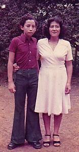 Luis Eduardo Cadena y la profesora Olga Rosero Cisneros.