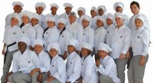 PIE DE FOTO: Este equipo de jóvenes aprendices del Técnico en Cocina será el apoyo para varios eventos de la Feria, en la que además se promocionará la unidad móvil de gastronomía.