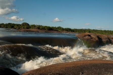 Foto: Raudal o Cachivera. Río Vaupés – Vaupés. Iván Montero - Instituto Amazónico de Investigaciones Científicas Sinchi