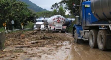 Restringir el tráfico pesado, solicitó en Concejo Municipal del Riesgos y Desastres para evitar que los departamentos de Huila y Putumayo queden totalmente incomunicados.