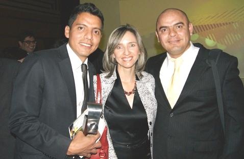 Ricardo Solarte, Adriana Macías, directora de la Revista MisiónPyme y Henry Solarte