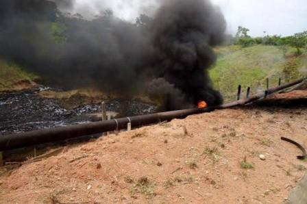Los derrames accidentales de petróleo dejan millonarios daños a la empresa afectada, pero especialmente al ecosistema que sufre su contaminación.(Foto: Colprensa / VANGUARDIA LIBERAL)