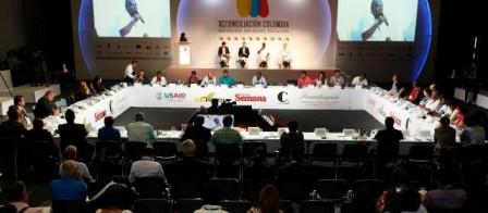 En Medellín se realizó el primero de cuatro encuentros regionales que buscan la reconciliación nacional como aporte a la búsqueda de la paz. FOTO MANUEL SALDARRIAGA
