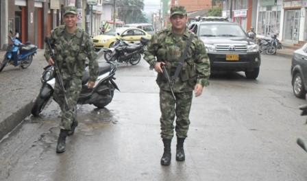 Ejercito patrullando las calles de Mocoa