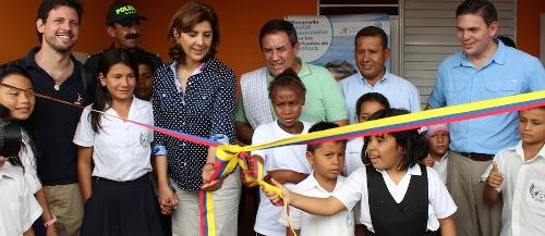 Después de un año sin clases, los niños de Piñuña Negro, Putumayo regresarán a las aulas. Los dormitorios inaugurados por la Cancillería se convierten en una buena opción para ellos, debido a que sus casas están demasiado alejadas del colegio. Foto: O.P. Cancillería.