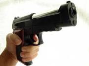 manos con pistola