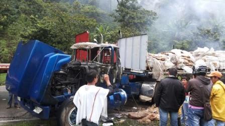 140429 camion quemado3