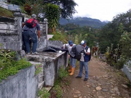 Funcionarios de ETV destruyen criaderos del zacudo trasmisor del dengue