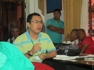 Coordinador del área de salud Ambiental, Fabián Jaramillo, en reunión con el Concejo de Puerto Asís