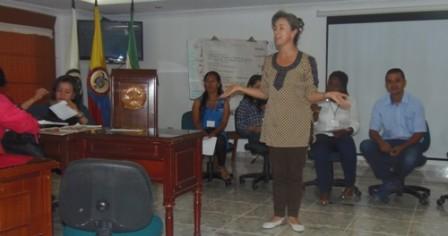 Ruby Montoya, funcionaria del MVCT capacita a funcionarios en el programa la Cultura del Agua.