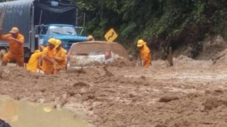 Los grandes deslizamientos continúan bloqueando la vía Mocoa-Pitalito.