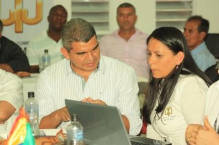 Vinicio Vega, alcalde de Lago Agrio (Ecuador) en compañia de la presidenta ejecutiva de la cámara de comercio del Putumayo Deccy Ibarra González