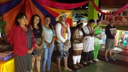 Al centro representantes de comunidades indígenas