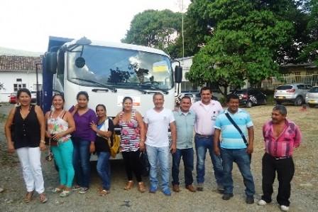 Alcalde, Concejales y comunidad de Guzmán, recibieron banco de maquinaria.