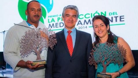 Caracol televisión entregó el premio a la proteción del medio ambiente 2014