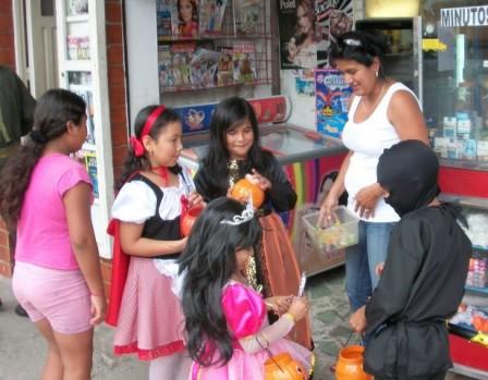 La Noche de los Niños - Día de Disfraces. Foto : Archivo MiPutumayo.com.co 2010