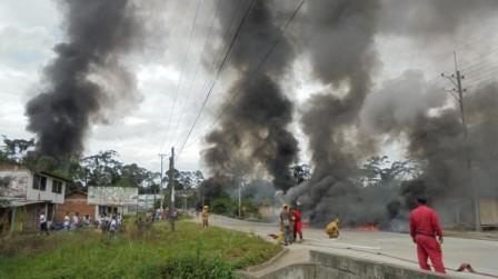 Bomberos atienden la emergencia