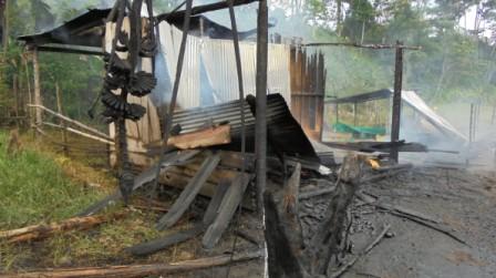 Casas quemadas en La Hormiga