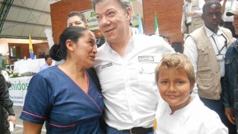 'Poner en marcha un plan integral de sustitución de cultivos ilícitos es una prioridad': Presidente Santos