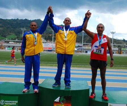 Flavio Melendez (izq), ganador de la medalla de plata en la modalidad cross country
