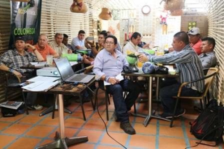 Periodistas del Putumayo recibiendo el informe de la inversion social de Ecopetrol en el Putumayo
