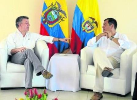 El presidente Juan Manuel Santos (izq.) y su colega ecuatoriano, Rafael Correa, se reunieron el lunes. Foto: Archivo particular