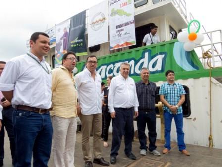 El Director General del SENA inspeccionó el funcionamiento del aula fluvial Anaconda, antes de que esta zarpara a impartir formación a habitantes de la ribera del Río Putumayo.