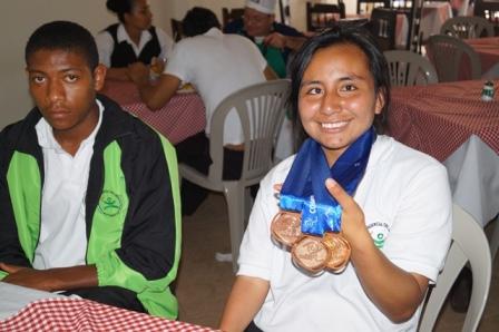 Leidy Lorena Ortíz, ganadora de 3 medallas de oro en el Open Internacional de Atletismo Paralímpico en Medellín. Foto Indercultura.