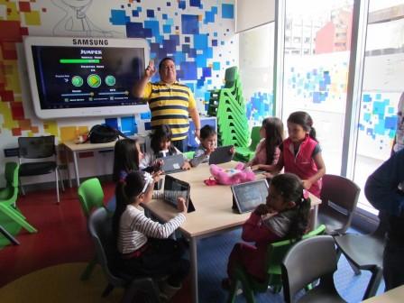 Con Smart Class los estudiantes aprenden con una plataforma en línea.
