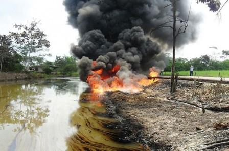 El atentado a la estación procesadora de crudo Quillacinga se suma a los ataques perpetrados ayer lunes por el Frente 32 de las Farc a las tuberías de Orito-San Miguel y Orito-Churuyaco en el departamento de Putumayo. (El País