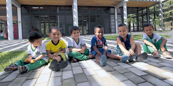 Foto: Iván Darío Quiñones. Los hijos de Ana, Emanuel (de camiseta azul y rojo) y Farid, son beneficiarios del centro de desarrollo infantil de El Tigre.