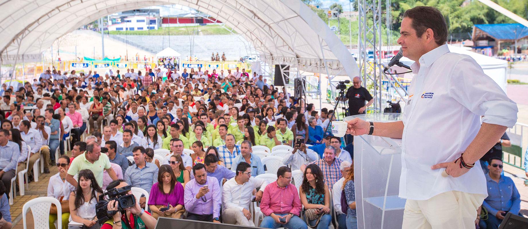 En Pitalito, Huila, Vicepresidente Vargas Lleras presidió firma del acta de inicio de la Autopista 4G Santa-Mocoa-Neiva.