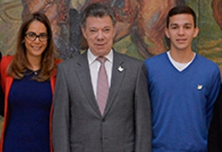 Juan Pablo Leytón en compañia de la Ministra de Educación Ginna Parody  y el Presidente Juan Manuel Santos
