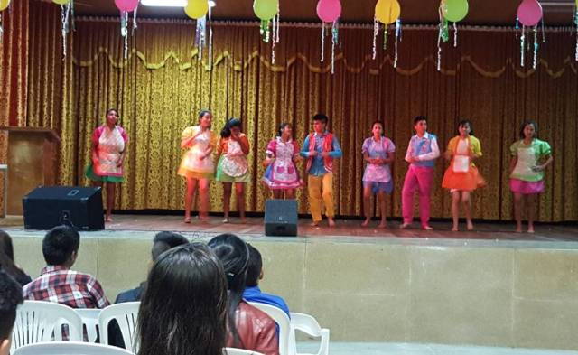 miercoles 4  de noviembre. programa de bienvenida a las delegaciones participantes. presentación de diferentes grupos de danza de los  cursos de la escuela  normal.