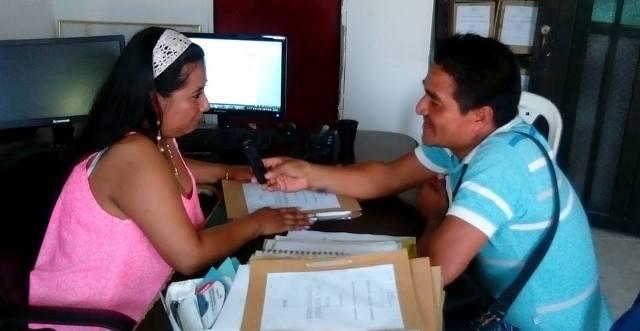La Nueva secretaria de tránsito municipal Yuli Maribel Benavides pone orden en las calles del Municipio Valle del Guamuez. Fotografía: Cenit Producciones