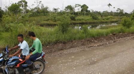 La zona rural de Puerto Asís (arriba) es de alta producción de coca. Foto: El Comercio