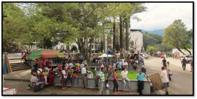 En la Plaza mayor de Mocoa, por iguales se descansa plácidamente, en el devenir de la historia y la cultura.