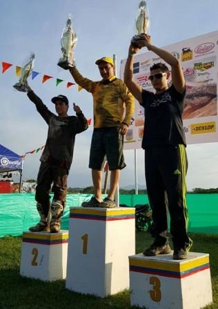 Foto: José Luis Ibarra (centro) Ganador