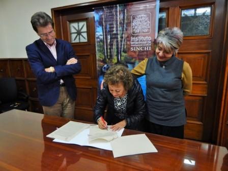 De izquierda a derecha Marco Ehrlich, subdirector Científico y Tecnológico del Instituto SINCHI; Alegría Fonseca de Barrera, directora Fundación Alma; y Luz Marina Mantilla Cárdenas, directora Instituto SINCHI.