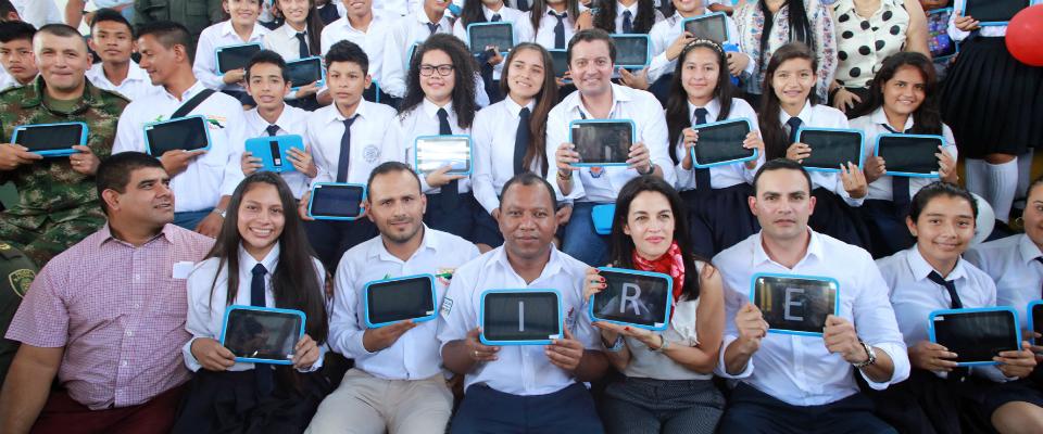 Entrega de 3.200 tabletas y computadores en Putumayo