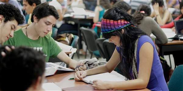 Foto: Archivo / EL TIEMPO En el país se gradúan 400 doctores al año, mientras que la media de la región es 3.000.