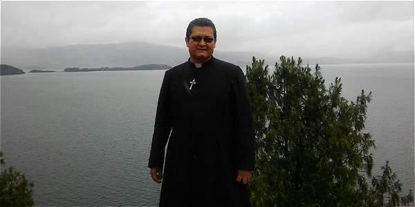 Foto: Facebook El sacerdote José Ómar Zapata Betancourt, condenado por la Corte Suprema de Justicia.