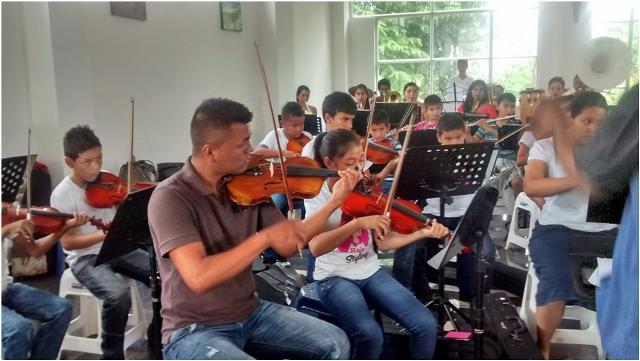 Orquesta Sinfónica de Cuerdas de Puerto Asís en ensayos