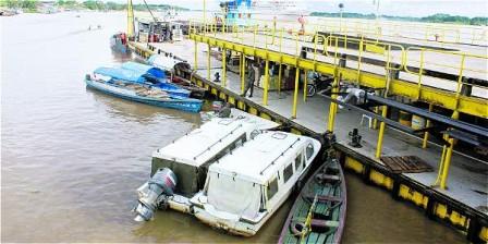 Foto: William Gutiérrez Por este muelle internacional de carga (el Victoria Regia, en Leticia, Amazonas) se mueven 50.000 toneladas anuales de productos. Cada año al frente fondea un trasatlántico.