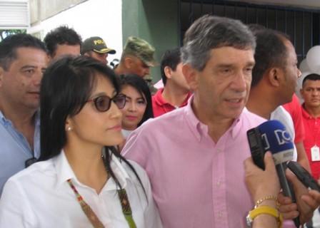 Pardo junto a Sorrel Aroca, gobernadora del Putumayo