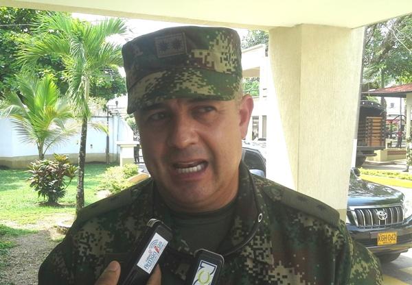 General Francisco Javier Cruz, comandante de la Sexta División del Ejército .