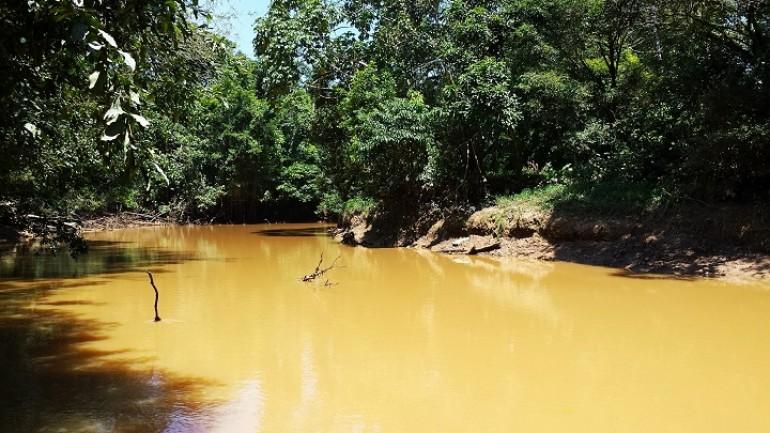 Asi lucen las aguas del Río Cocayá en Puerto Asís - Foto : Julián Andrade